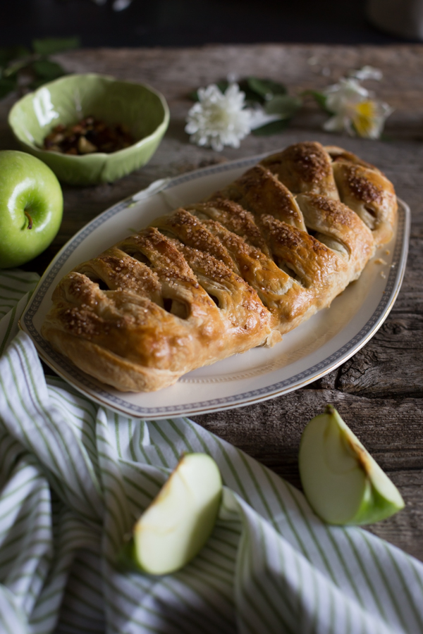 apple - walnut strudel